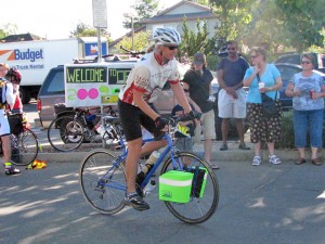 Leaving Tandem Properties at the start of the 2009 Gold Rush Randonnée. Picture courtesy of Jean Jackman.